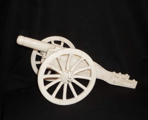Anglo-Indian bone model of cannon, Southern India, second half 19th c. - Curiosities Style