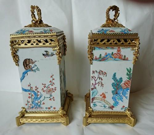 Pair of Japanese vases, c. 1710, mounts signed L'Escalier de Cristal - Porcelain & Faience Style