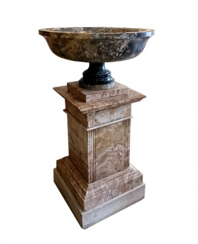 A large Roman Aquitaine grey marble tazza in the Antique manner, c. 1780 -