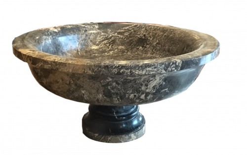 18th century - A large Roman Aquitaine grey marble tazza in the Antique manner, c. 1780