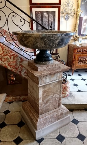 A large Roman Aquitaine grey marble tazza in the Antique manner, c. 1780 - Louis XVI