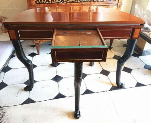 A French Directoire period semicircular mahoganny games table, c. 1800 - Furniture Style Directoire