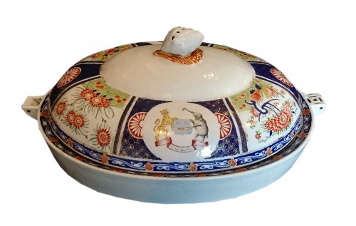 A large Chinese export covered heating dish, circa 1820
