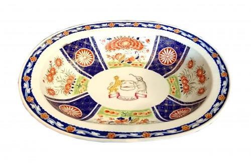 A large Chinese export oval dish, circa 1820, East India Company