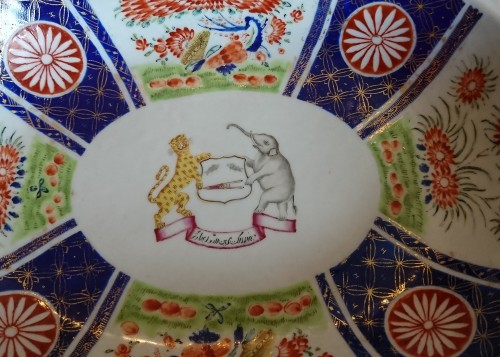 A large Chinese export oval dish, circa 1820, East India Company -