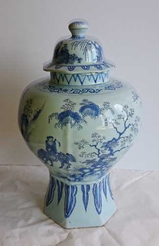Porcelain & Faience  - A large Delft blue and white Chinoiserie covered jar, Holland, circa 1680