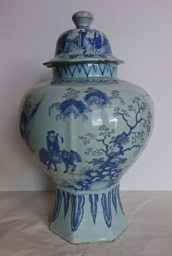 17th century - A large Delft blue and white Chinoiserie covered jar, Holland, circa 1680