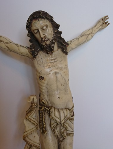 Religious Antiques  - A carved ivory Corpus from Philippines or Goa, 17th century