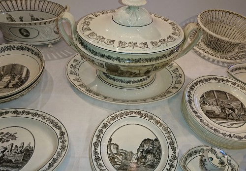 19th century - A composite set of 229 Creil faience fine pieces with black engraved decor