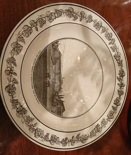 Antiquités - A composite set of 229 Creil faience fine pieces with black engraved decor