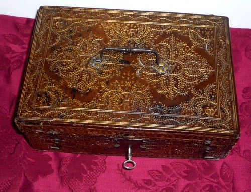 A Louis XIII Parisian leather casket with petits fers decoration - Louis XIII
