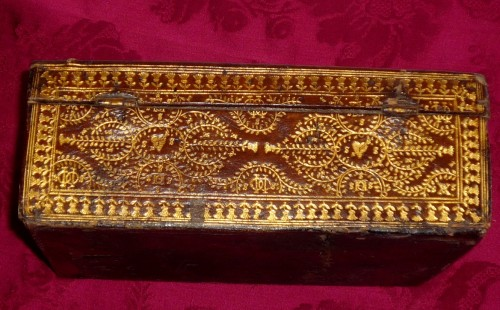 Louis XIII - A Louis XIII Parisian leather casket with petits fers decoration
