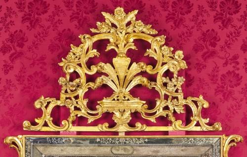 A large Venetian baroque gilt wood mirror circa 1720 - Mirrors, Trumeau Style
