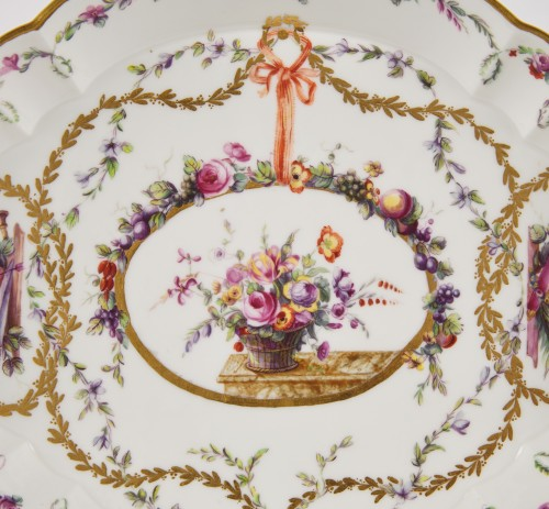 A Sevres hardpaste porcelain oval Hebert tray dated 1773 - Porcelain & Faience Style