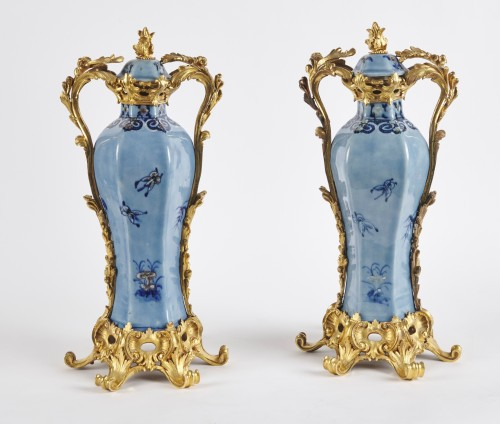 A pair of Chinese Qianlong period vases mounted in ormolu - Decorative Objects Style