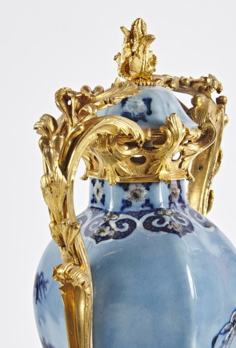 Decorative Objects  - A pair of Chinese Qianlong period vases mounted in ormolu