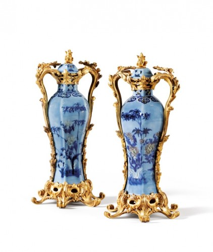 18th century - A pair of Chinese Qianlong period vases mounted in ormolu
