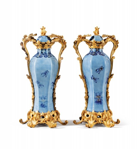 Antiquités - A pair of Chinese Qianlong period vases mounted in ormolu