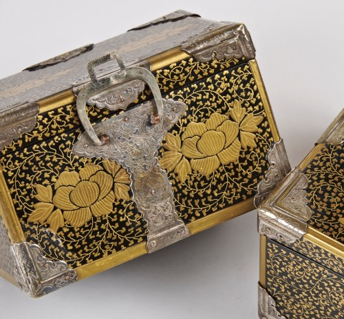 A pair of Japanese lacquer caskets 19th century - Asian Works of Art Style