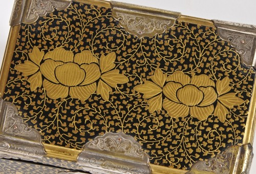 A pair of Japanese lacquer caskets 19th century -