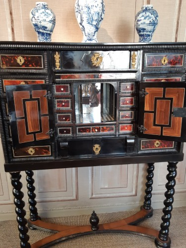 17th century Flemish cabinet in red tortoise shell and ebony - Furniture Style Louis XIII