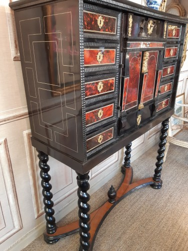 Furniture  - 17th century Flemish cabinet in red tortoise shell and ebony