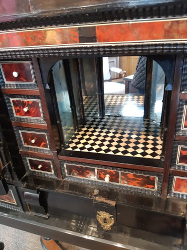 17th century Flemish cabinet in red tortoise shell and ebony -