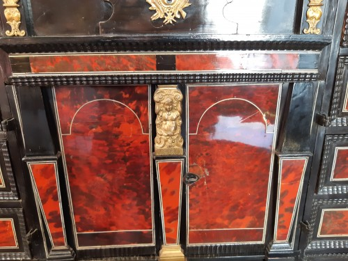 17th century Flemish cabinet in red tortoise shell and ebony - Louis XIII