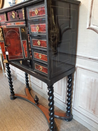 Louis XIII - 17th century Flemish cabinet in red tortoise shell and ebony