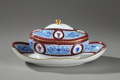 Sèvres Orderered by EMPAYAZ provider of the King of PRUSSIA in 1791 - Porcelain & Faience Style