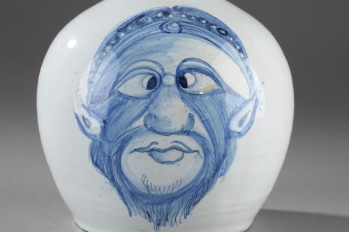 Napoli (Italy) A faience bottle, end of 17th, begining of 18th century - Porcelain & Faience Style