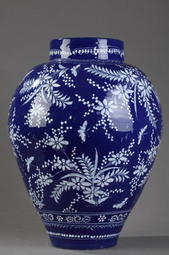 Porcelain & Faience  - Nevers, big jar decoratd in bleu persan background.