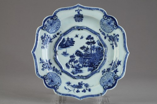 Two armorial dishes, China export ware circa 1750 - Porcelain & Faience Style