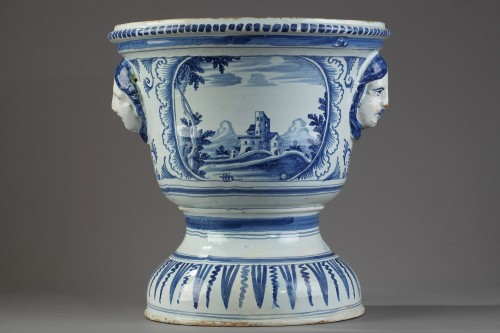 NEVERS : Large flower pot in faïence, end od 17th century. - Porcelain & Faience Style