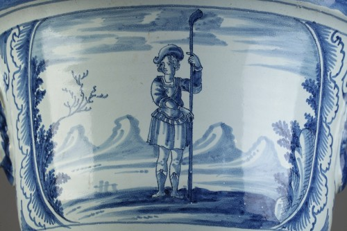 Porcelain & Faience  - NEVERS : Large flower pot in faïence, end od 17th century.