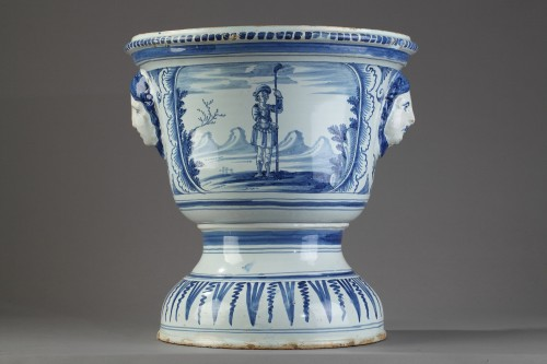 NEVERS : Large flower pot in faïence, end od 17th century. -