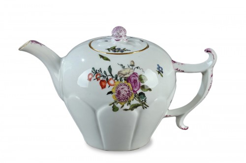 Meissen 18th century teapot, circa 1750