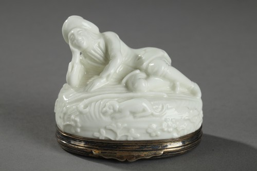 Saint Cloud First part of 18th century. Snuff box with silver mount -