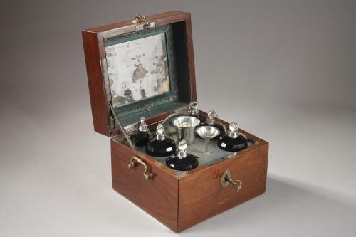 Antiquités - 18th century box containing perfum bottles