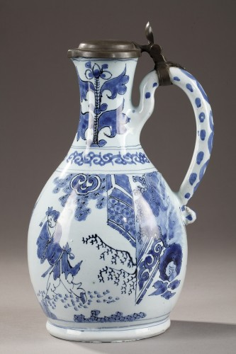Antiquités - Earthernware jug and its cover, Delft 17th century