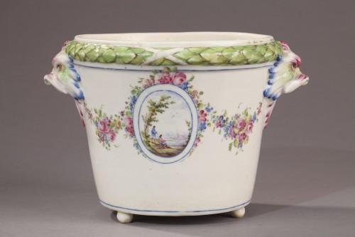 BOURG LA REINE : Soft paste Flowerpot. Mid 18th century. - Porcelain & Faience Style