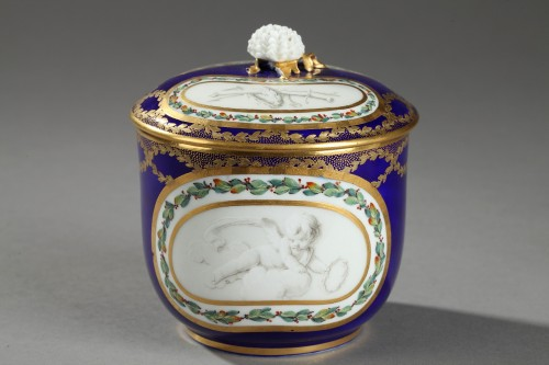 Sèvres Soft paste sugar bowl and cover circa 1770 - Porcelain & Faience Style