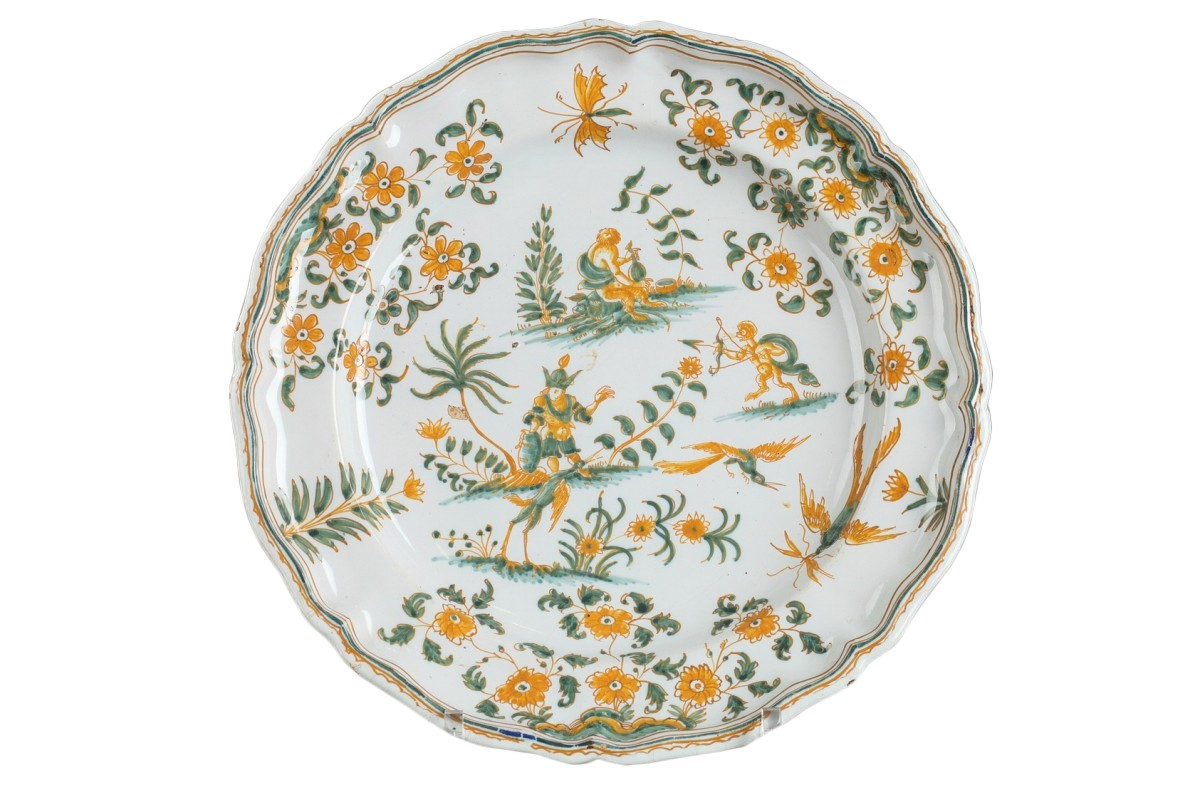 Moustiers Faience plate decorated with grotesques circa 1750  sc 1 st  Anticstore & Moustiers Faience plate decorated with grotesques circa 1750 - Ref ...