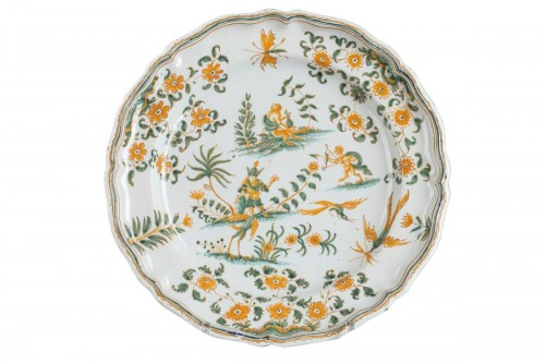 Moustiers : Faience plate decorated with grotesques, circa 1750