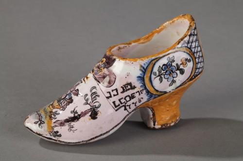 18th century - FranceSouth Ouest (Negrepelisse?)  - Faience Masonique shoe, circa 1776