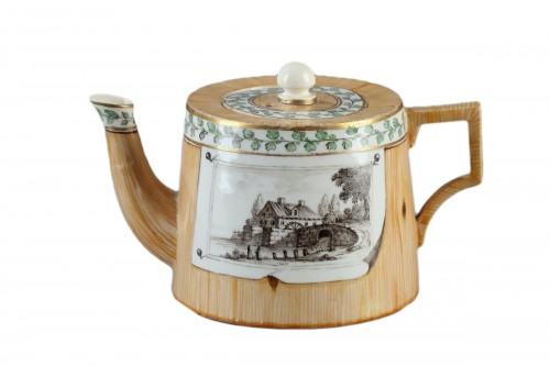 Germany (Nymphenburg)  -  Teapot decorated in trompe l'oeil, end of 18th cent