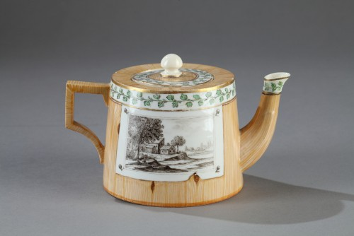 Germany (Nymphenburg)  -  Teapot decorated in trompe l'oeil, end of 18th cent -