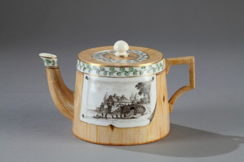 18th century - Germany (Nymphenburg)  -  Teapot decorated in trompe l'oeil, end of 18th cent