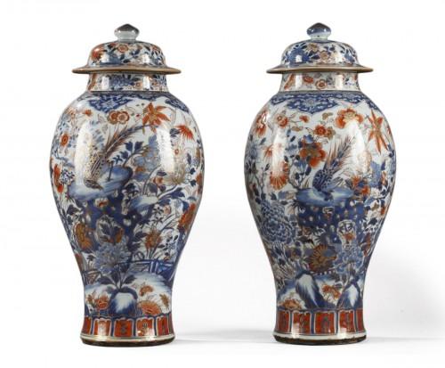 Pair of large Chinese  Imari jars and covers, Kangxi (1662 - 1722)