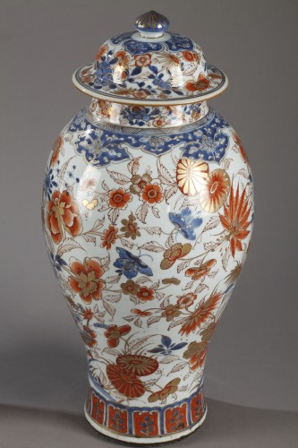 Pair of large Chinese  Imari jars and covers, Kangxi (1662 - 1722) - Porcelain & Faience Style